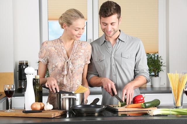 dvojice, vaření, kuchyně