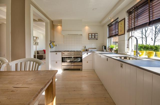 kuchyň s okny
